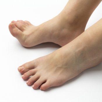 簡単に足指力を鍛える方法!足首の不安定さ&ペンギン歩きを治す