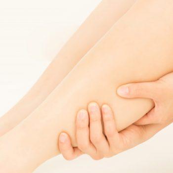 手足のむくみや冷えの原因になる!手首や足のアーチの崩れ