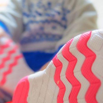 靴底の減り方をチェック!外側・内側・真ん中・左右に差!?原因と理想の減り方を解説