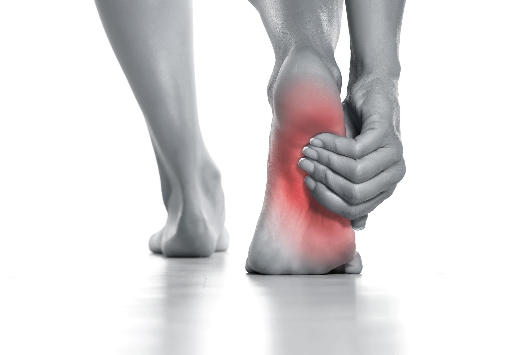 足 の 裏側 が つる 太ももの裏がつった時の対処法 -...